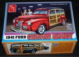 FORD WOODY 1941 1/25 AMT